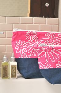 Scruffy Daisy Wash Bag - make-up & wash bags