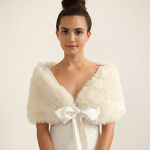 Faux Fur Stole - winter weddings finishing touches