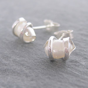 Canty Pearl Stud Earrings - earrings