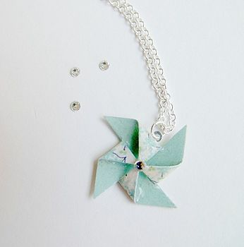 floral pinwheel necklace