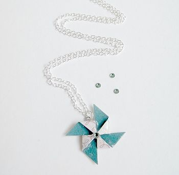 Swirly Patterned Pinwheel Necklace