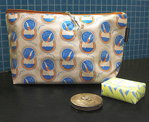 Diving Lady Washbag - bathroom