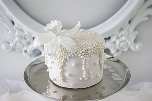 Mini Oyster Pearl Orchid Cake - winter wedding ideas