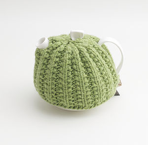 Cosy Bone China Teapot - cups & saucers