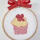 "Mini red flower Cup Cake Kit in 4"" frame"