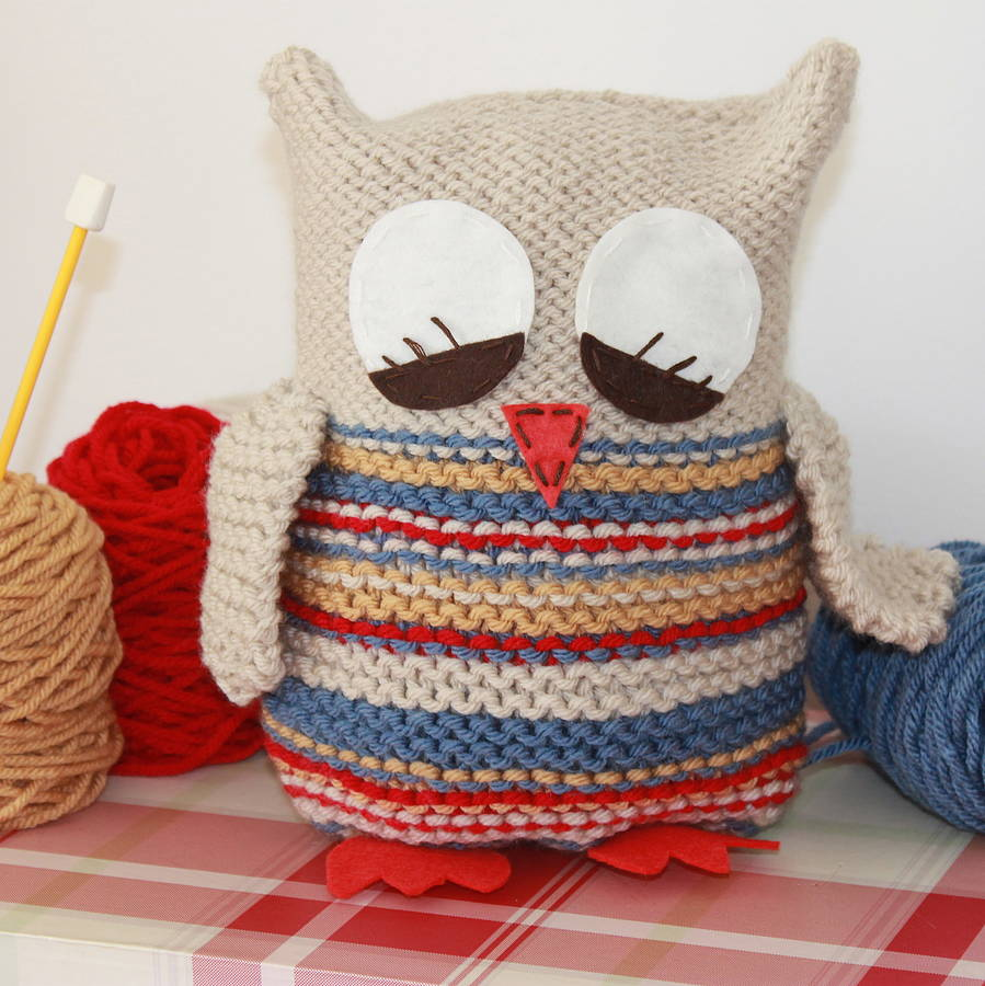 knit your own owl by yarn needles and thread. Black Bedroom Furniture Sets. Home Design Ideas