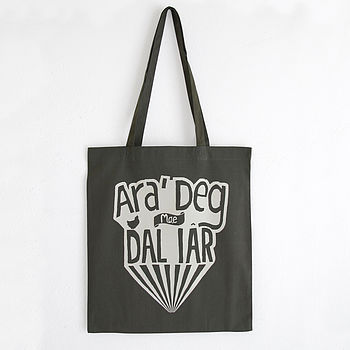 'Ara Deg Mae Dal Iar' Welsh Idiom Tote Bag