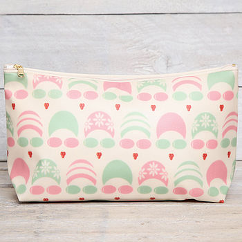 green/pink wash bag