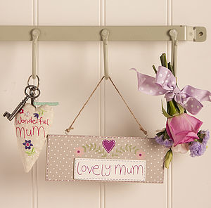 'Lovely Mum' Wooden Sign - for mothers