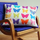 Thumb butterfly cushion