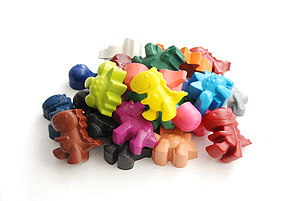 Set Of 24 Dinosaur Crayons In Carry Tub - dinosaurs & monsters