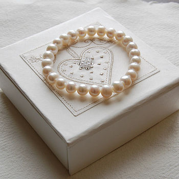 Lovebirds Gift Box With Pearl Bracelet
