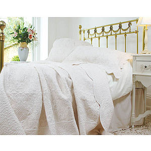 French Cream Style Toile Quilted Bedspread