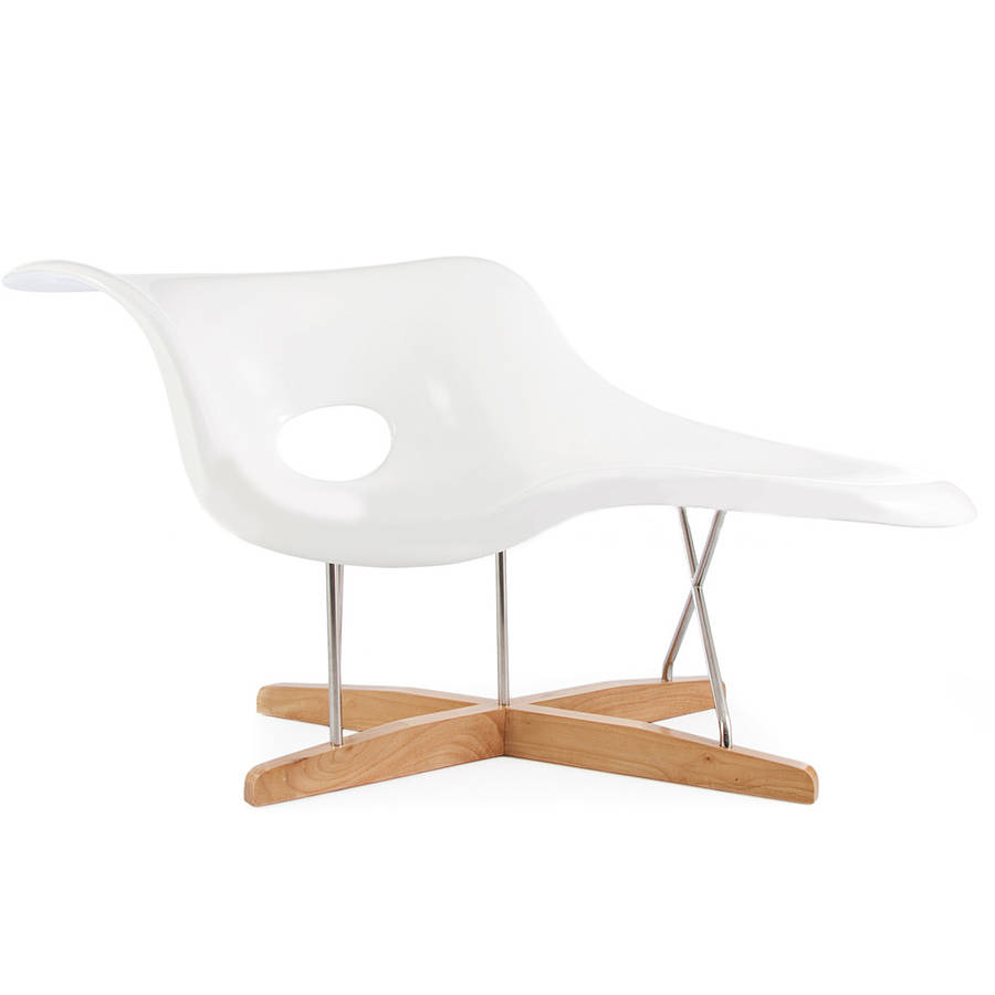 An eames style chaise longue by ciel for Chaise a bascule style eames