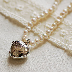 Pearl Necklace With Silver Locket