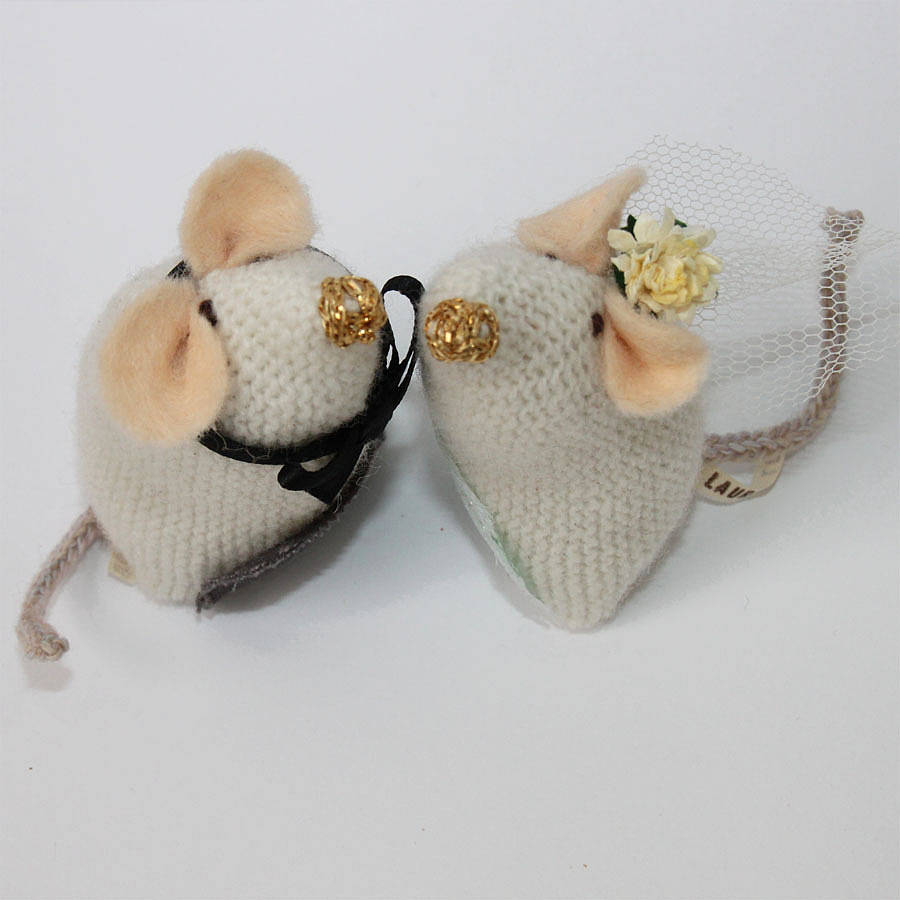 knitted mice wedding cake toppers wedding mice toppers by notonthehighstreet 16653