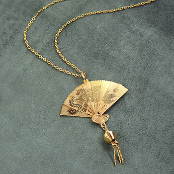 Opening Fan Necklace
