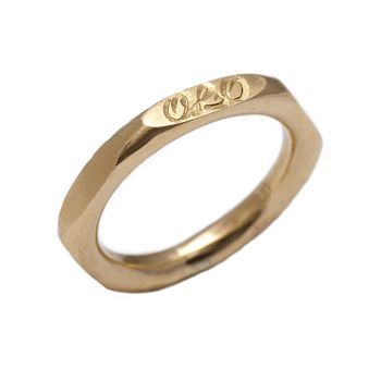 9ct yellow gold ring engrave on one side