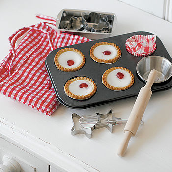 Child's Cake Baking Set