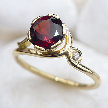 Garnet Ring In 18ct Gold With Diamond Accent