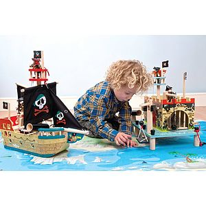 Complete Pirate Playset
