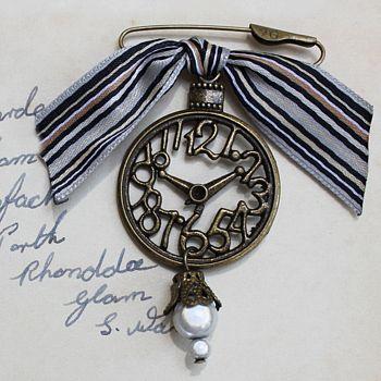 Vintage Style Pocket Watch Brooch
