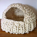 Knitted Happy Cat Cave