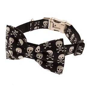 Skulls Bow Tie Dog Collar - walking