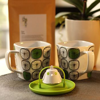 Gift Set: Two Square Mugs, Green T Bird Strainer And Tea