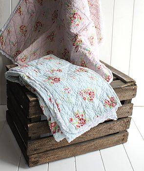 Traditional Blue Floral Cotton Quilt