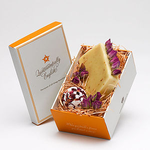 English Rose Gift Box For Romance - bathroom