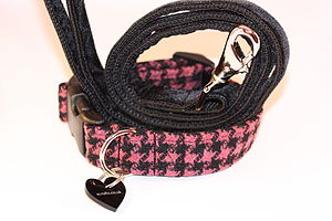 Scrufts Berry Tweed Dog Collar And Black Velvet Lead