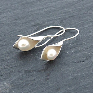 Calla Lily Short Drop Earrings - earrings