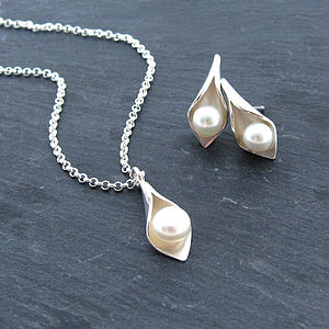 Calla Lily Pearl Pendant And Studs Set - earrings