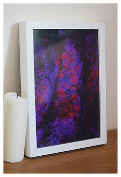 Print in white display frame