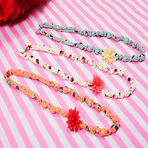 Ditsy Flower Necklace