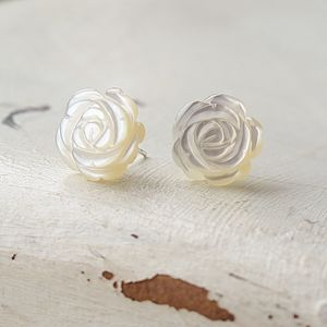 An Eyecatching Pair Of Flower Studs - earrings