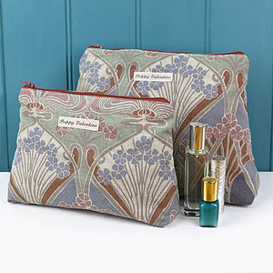 Wash Bag And Cosmetic Bag Set Vintage Liberty - bathroom