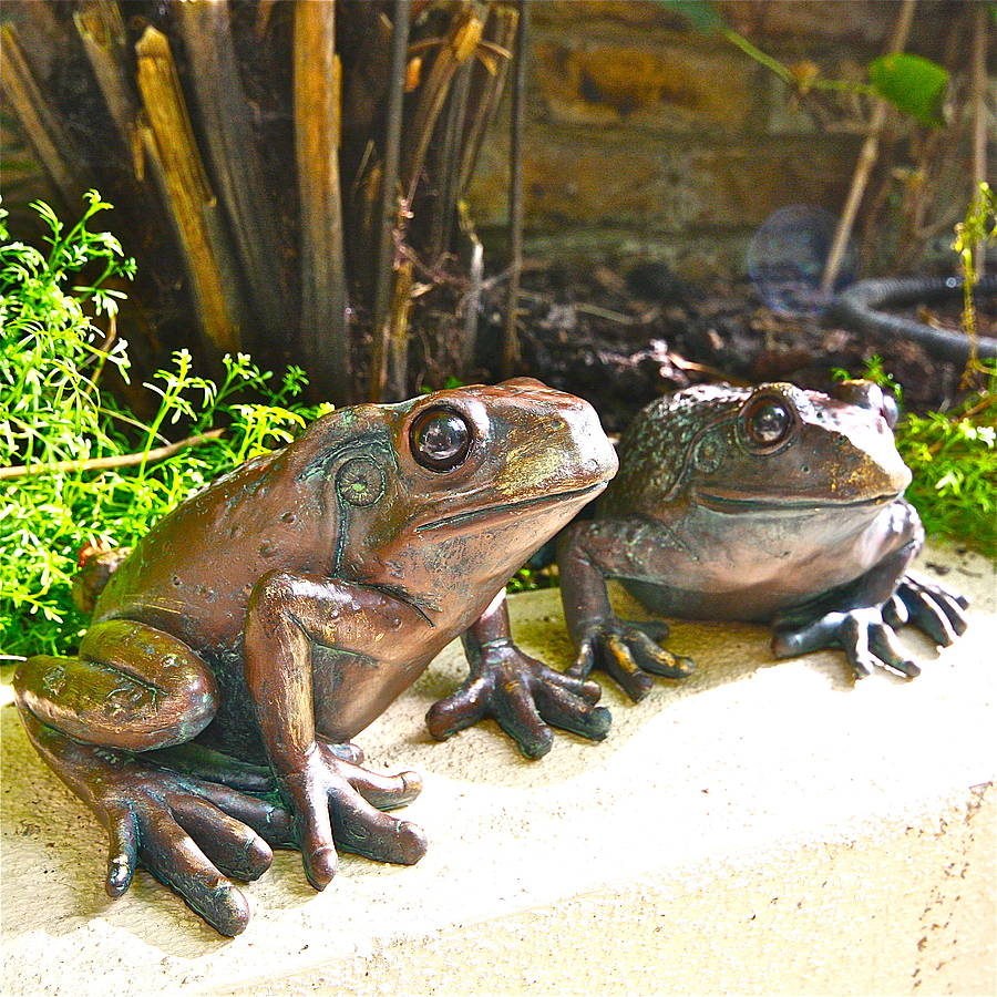 Genial Pair Of Frog Garden Sculptures By London Trading