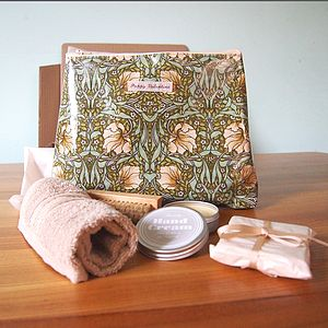 Hand And Nail Gift Set With Wash Bag - bath & body sets