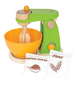 Wooden Food Mixer - play scenes