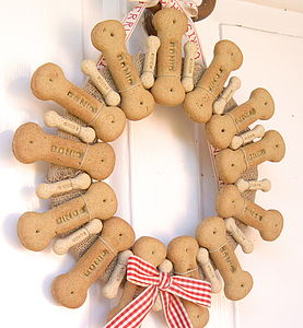 Dog Biscuit Wreath - dogs