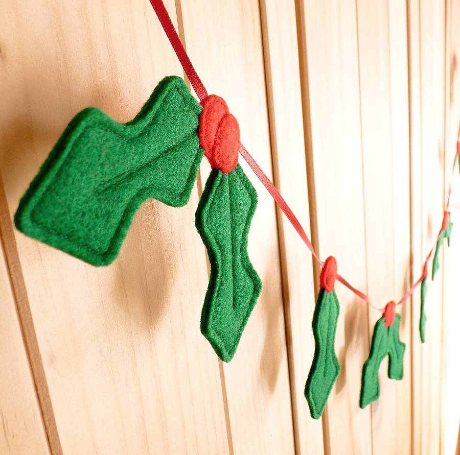 Handmade felt christmas holly garland by be good darcey - How to make felt christmas decorations ...