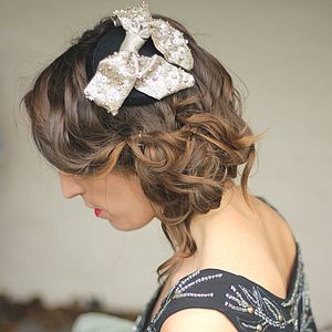 Sequinned Metallic Bow Fascinator