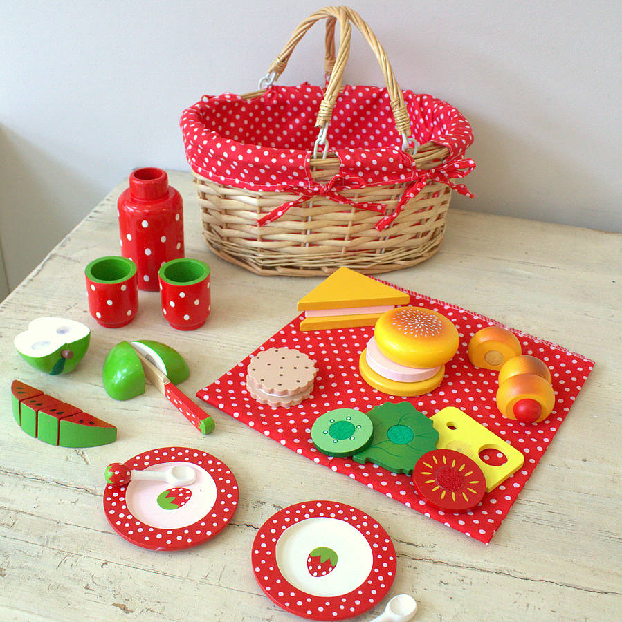Toy Picnic Basket : Toy picnic basket with food and crockery by little ella