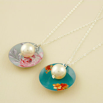 Vintage Style Disc And Pearl Necklace