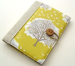Book Style Cover For Kindle With Oak Trees