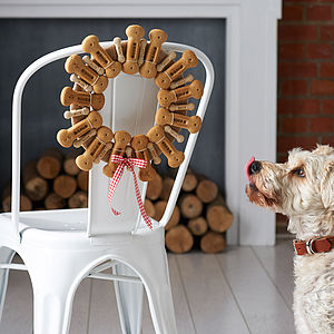 Dog Biscuit Wreath - food, feeding & treats