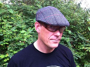 Calder Tweed Cap - mens