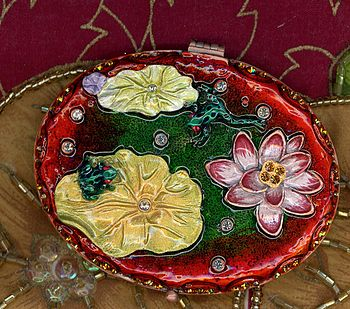 Lilly Pond Oval Compact